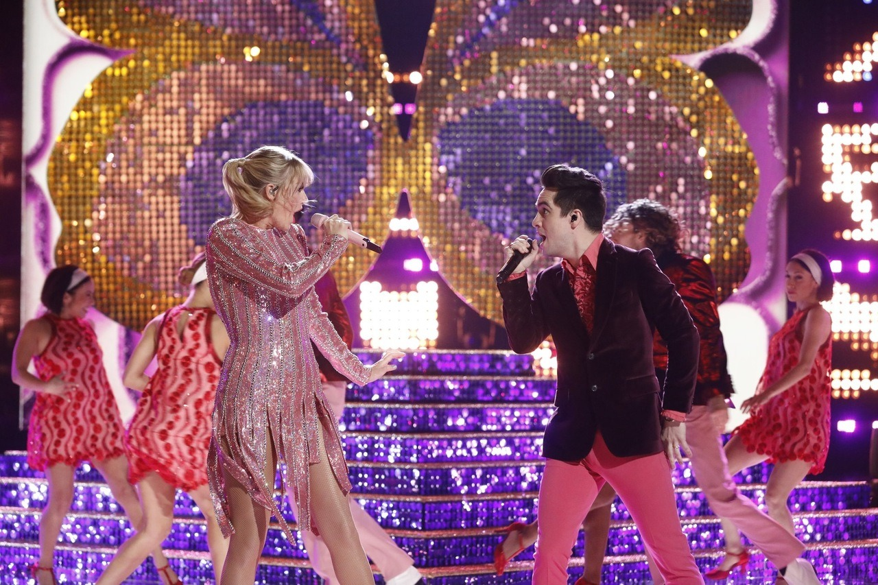 "Video: Taylor Swift and Brendon Urie Perform ""ME!"" on 'The Voice' Finale!"