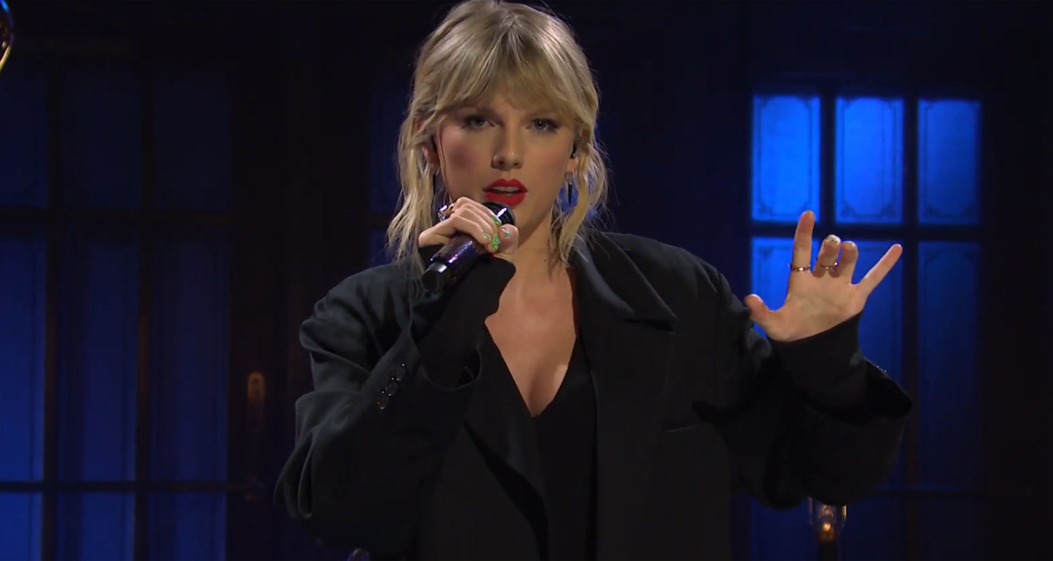 "Taylor Swift Performs ""False God"" For the First Time! – Watch"
