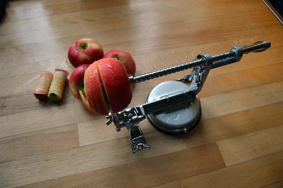 Æbleskræller til gør arbejdet nemmere.