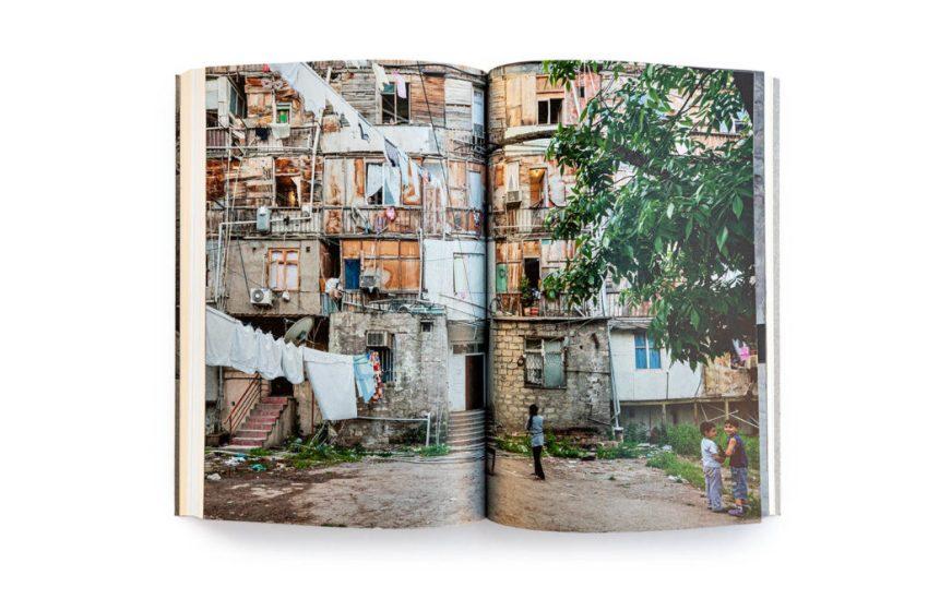 İv Blau – Bakı: Neft və Urbanizm