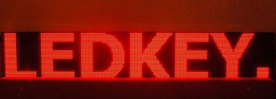 Світлодіодний рухомий рядок – компактна світлова зовнішня реклама
