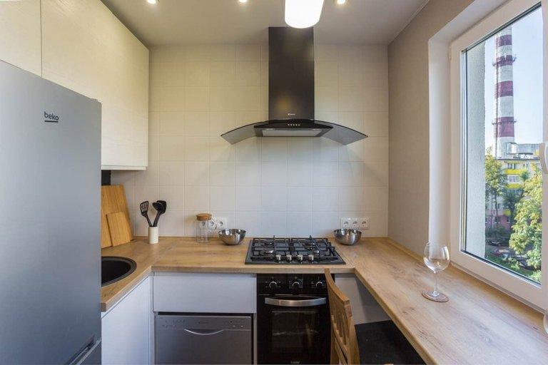 Угловая кухня 6 кв.м с холодильником: фото вариантов дизайна