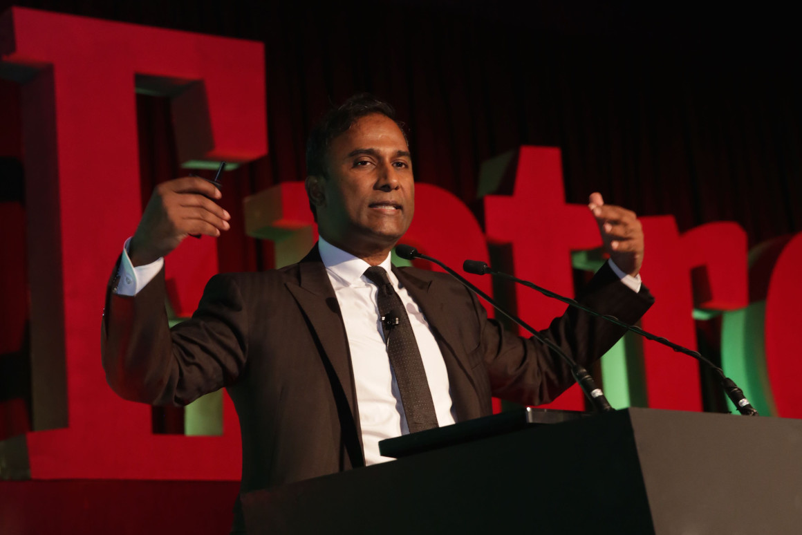 Shiva speaking at Entrepreneur India Awards 2015