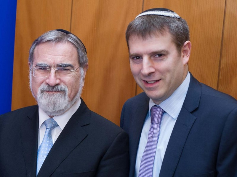 Rabbi Andrew Shaw (right) with former Chief Rabbi Lord Jonathan Sacks, January 2015. (Photo: The United Synagogue)