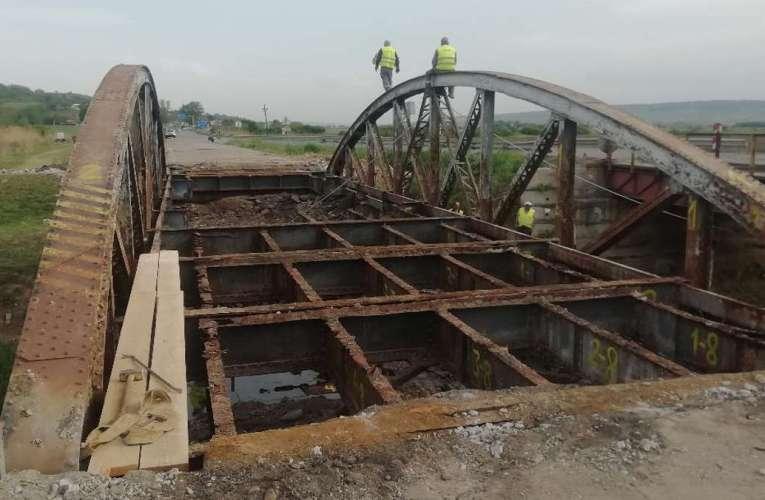"""Cum a fost """"furat"""" podul de la Crasna, chiar de sub nasul autorităților!"""