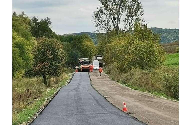 În sfârșit! Se reface covorul asfaltic pe DJ 159 A, între Pungești și Gârceni!