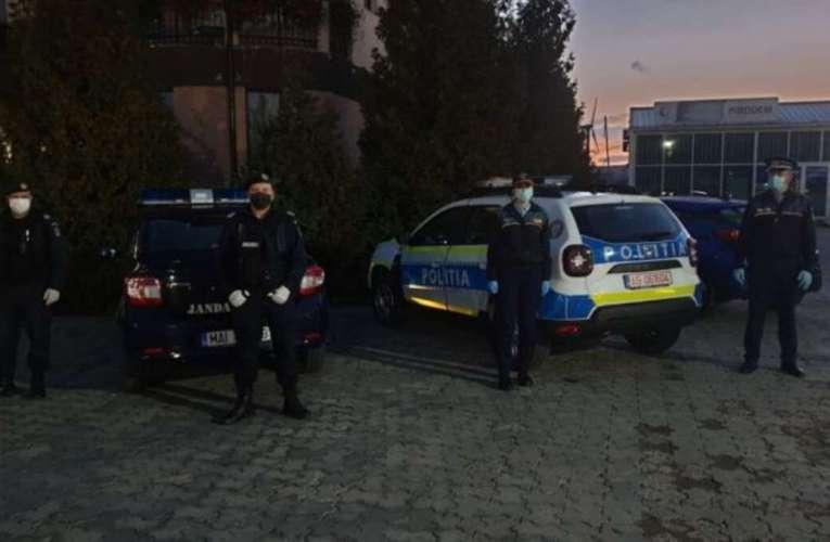 """Zeci de petrecăreți din Bârlad, """"călcați"""" de polițiști la o nuntă ilegală! S-au dat """"daruri"""" de 48.000 de lei!"""