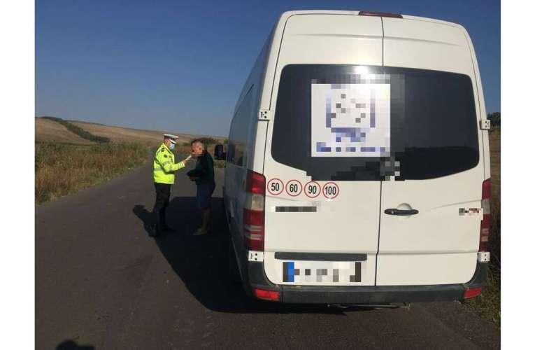 Polițiștii vasluieni au tras pe dreapta zeci de microbuze! Vezi ce au descoperit!
