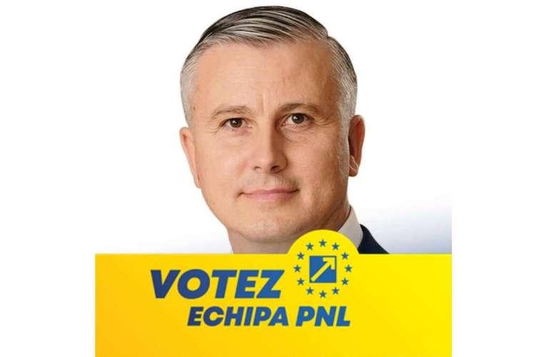 """Marius Arcăleanu a postat un afiș cu """"Votez PNL""""! În acest timp, Tătaru îi pregătește debarcarea de la CJAS!"""