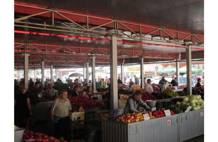Acces reorganizat în piețele Bârladului! Primarul Boroș a decis să continue activitatea în piețe!