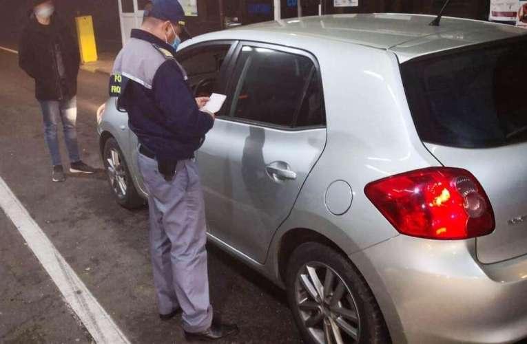 Nouă moldoveni cu documente false au fost întorși din drum, din vama Albița! Acum, au și dosare penale!
