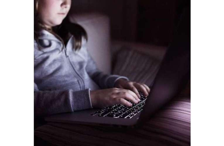 Nebunie în mediul online! Copiii vasluieni, posibile victime ale rețelelor de proxenetism juvenil!