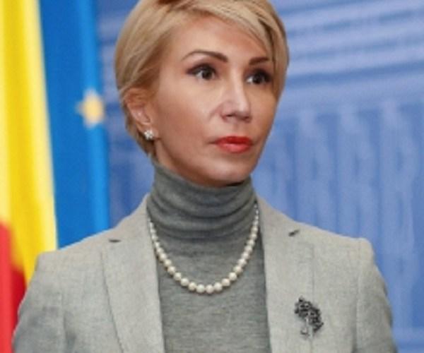 Ministrul Raluca Turcan dă lovitura de grație bugetarilor și cere salariul minim pentru aceștia