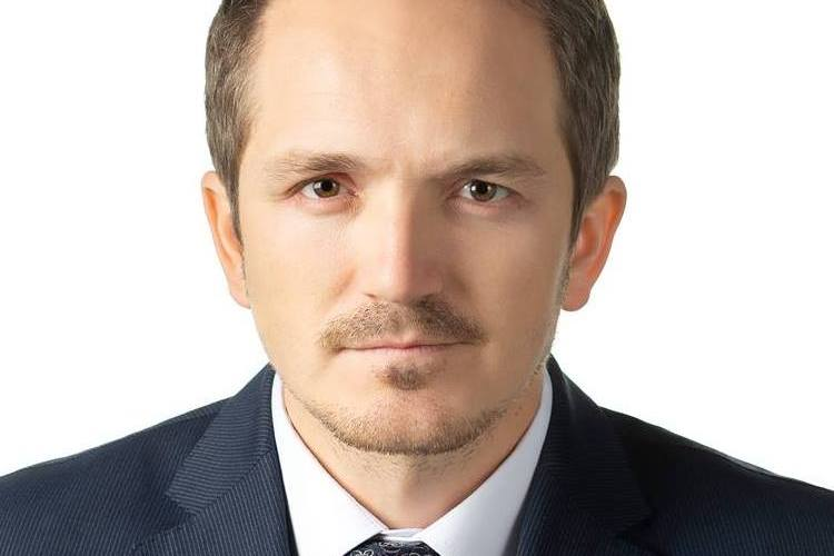 Demagogie ieftinã, domnule deputat Botez! La Vaslui vã pupati cu Tãtaru, iar la Bucuresti trageti în Cîtu?