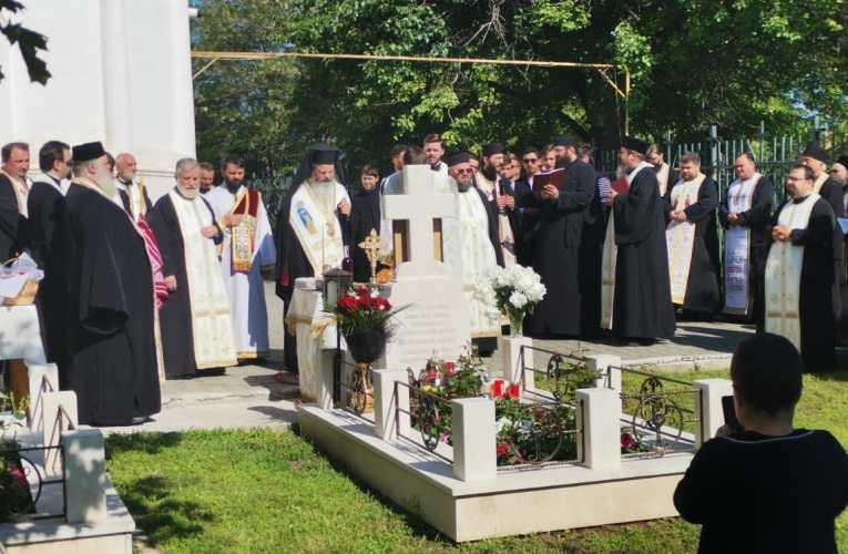 ACUM Slujba de pomenire la mormântul pãrintelui Mina Dobzeu!