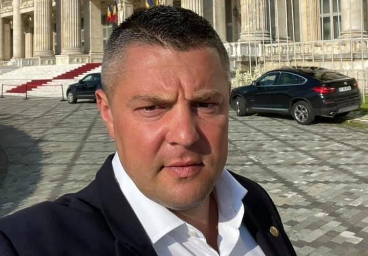 """Deputatul Popica îi șterge una peste bot imberbului Polak! """"Nu ai vândut dumneata covrigi, câte cărți în materie de politică și administrație a citit dl. Buzatu"""", spune Popica"""