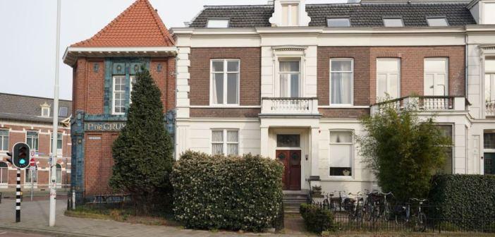 Particuliere belegger koopt een herenhuis met 16 verhuurde studio's aan de Berg en Dalseweg in Nijmegen