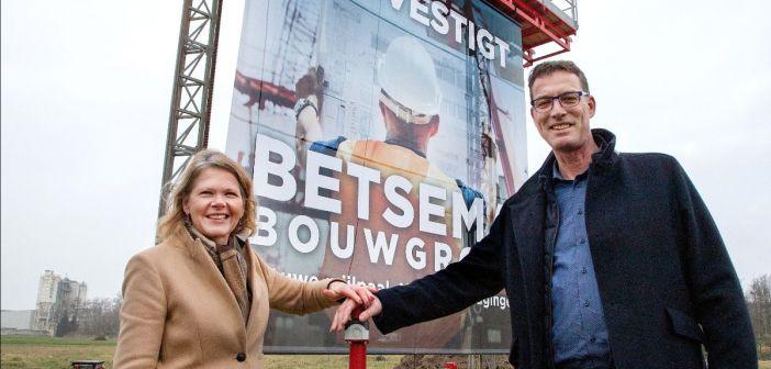 Wethouder luidt bouw nieuwe hoofdlocatie Betsema Groep in Lelystad in