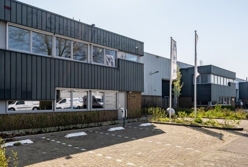 iPartstrade B.V. huurt ca. 806 m² bedrijfsruimte in Rotterdam