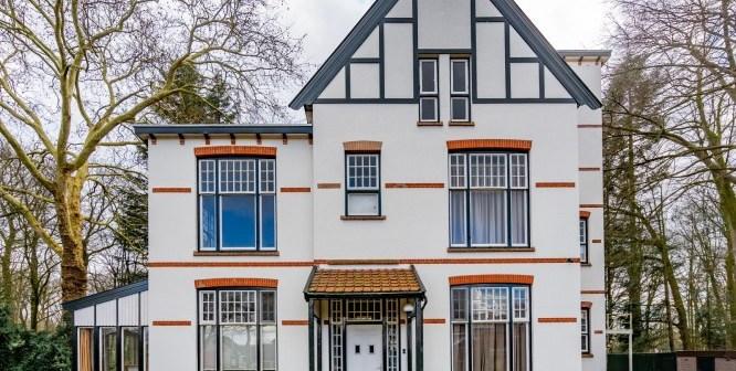 Zorginstelling 's Heeren Loo verkoopt vier rijksmonumentale villa's aan een particuliere belegger
