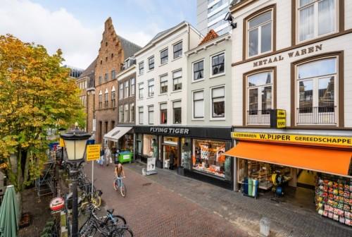 DELA Vastgoed verkoopt high street winkelobject aan Oudegracht in Utrecht aan particuliere belegger