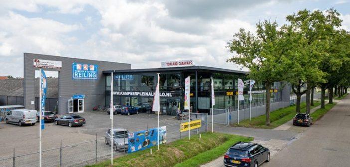 Bedrijfscomplex in Almelo verhuurd aan Tuinmeubelshop en Topland Caravans