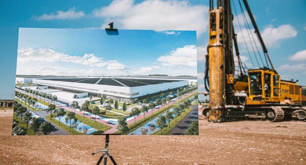 Somerset Capital Partners en Aan de Stegge Twello slaan eerste paal nieuw logistiek bedrijfsgebouw Hoofddorp
