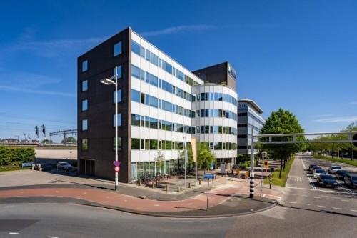 Oudendal Groep koopt verhuurd kantoorgebouw aan Schipholweg Leiden voor herontwikkeling