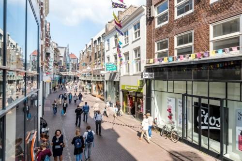 Gusti Leder opent in Den Haag