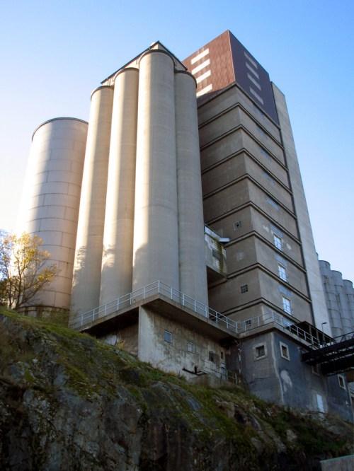Mäktiga och nu rivna silon på Kvarnholmen