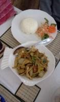 Wokade grönsaker med tofu på Bee's thairestaurang i Henriksdalshamnen