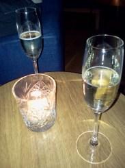 Två glas bubbel - FB Sea i Finnboda