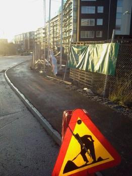 Gångväg mellan Kanalvägen och kvarter Båtklubben i Henriksdalshamnen