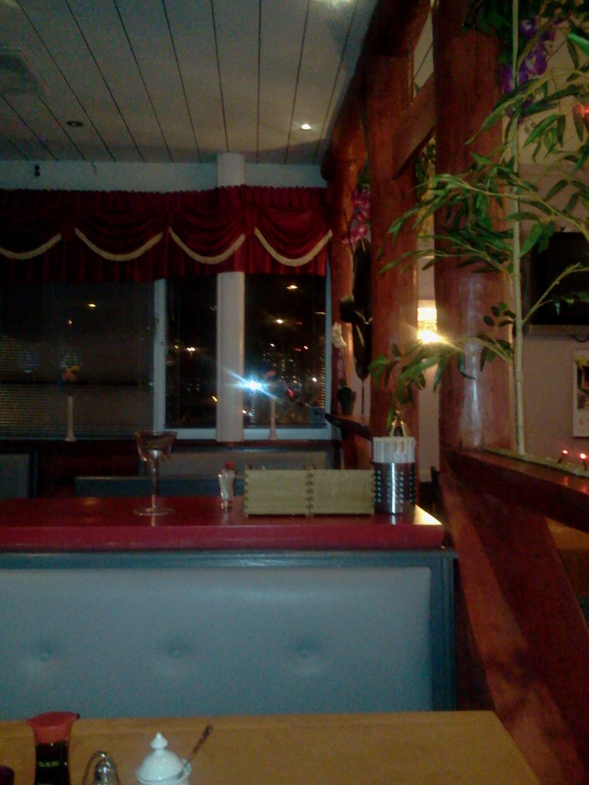 Soffor och bord på kinakrogen Lucky House på Henriksdalsberget