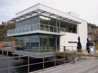 Sjökrogen F/B Sea med uteservering i Finnboda hamn