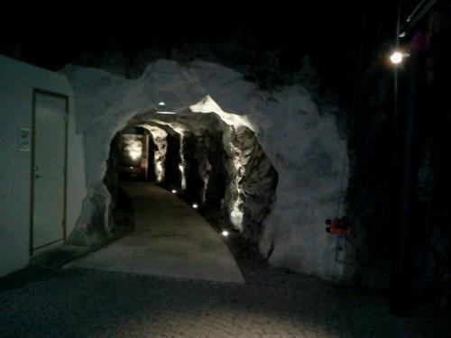 Ingången till grottan på Äventyrskontoret