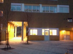 Munter pizzerias nya lokaler på Henriksdalsbergets torg en lördag kväll