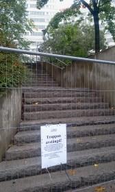 Avstängd trappa mellan DanvikCenter / Henriksdalsberget och Kvarnholmsvägen