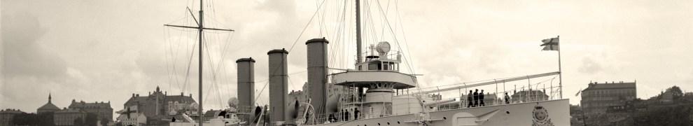 Fylgia byggdes på Finnboda och sjösattes 1905. Hon ansågs vara sin tids vackraste örlogsfartyg och gjorde flera långresor. Foto: Sjöhistoriska museets arkiv, ur boken Stockholm Örlogsstaden