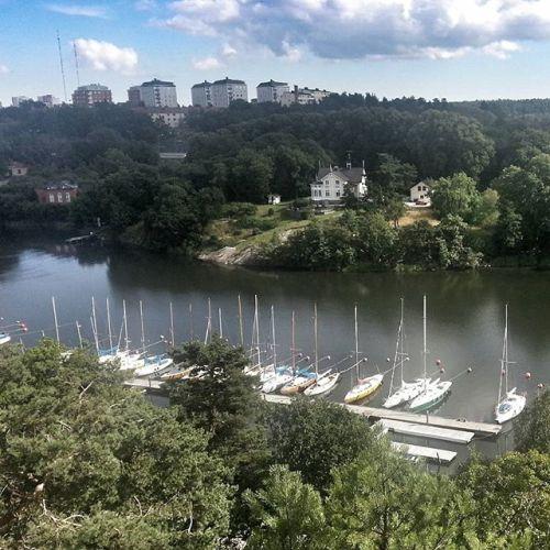 Utsikten från Trolldalen i Nacka mot Villa kullen och Finnboda båtklubb