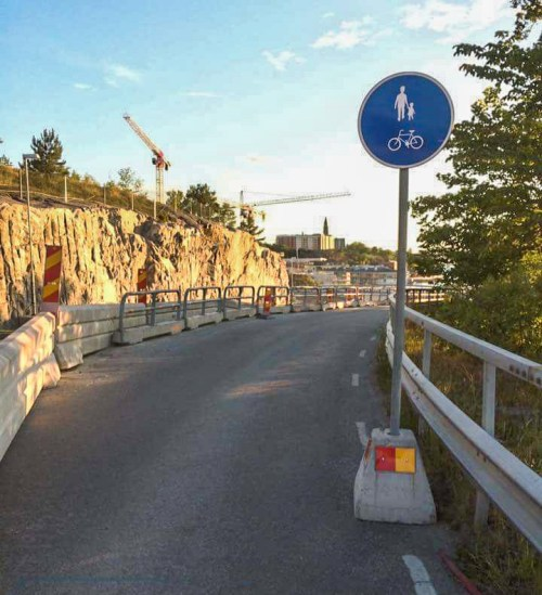 Tillfälig gångväg längs med Kvarnhilmsvägen
