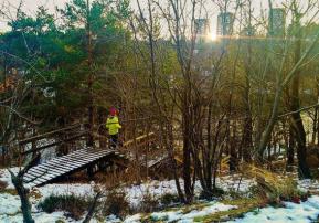 Jogging på stigar, trappor och strandpromenaden i Trolldalen, Nacka