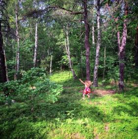 Barnen leker i Trolldalen (bild: instasneeze)