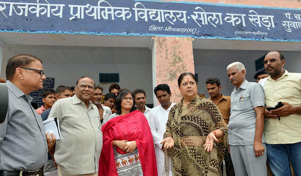लापरवाही पर चेताया तो अच्छे काम पर दी शाबाशी, बिना किसी सूचना के गांव-गांव घूमीं मुख्यमंत्री