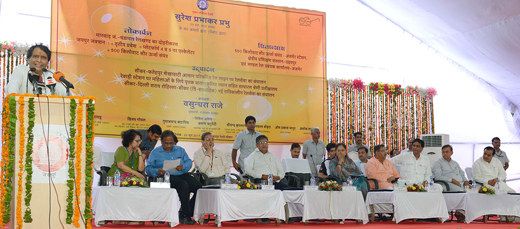 cm-inaugural-function-jaipur-railway-station-suresh-prabhu-CMA_3271