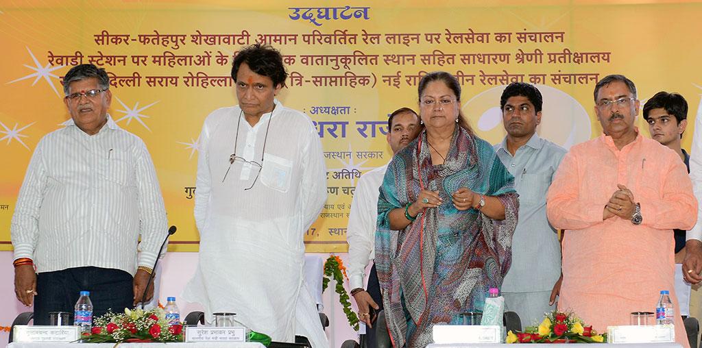 cm-inaugural-function-jaipur-railway-station-suresh-prabhu-CMA_3358