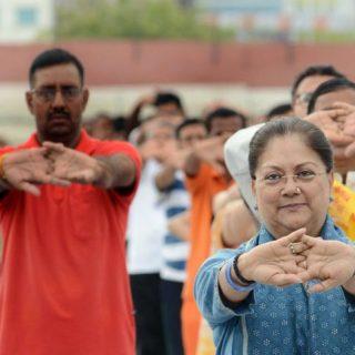 cm-yoga-day-at-sms-stadium-hp-slide03