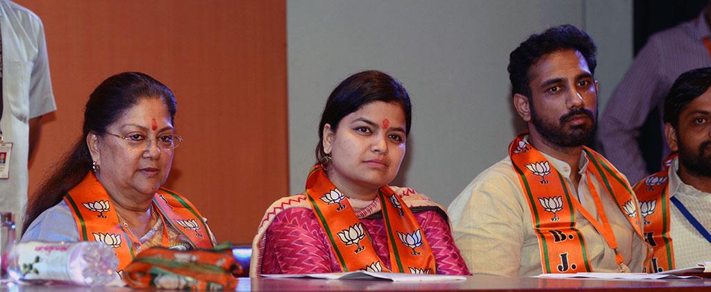 vasundhara-raje-bhartiya-janta-yuva-morcha-executive-committee-CMA_6079