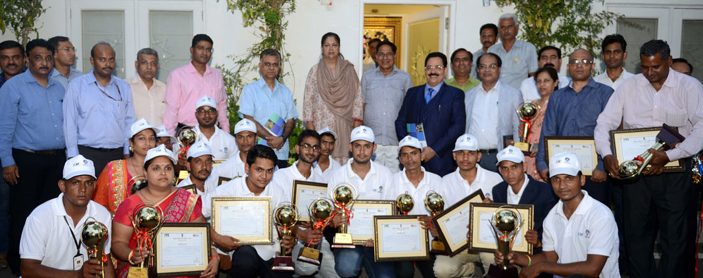 vasundhara-raje-meets-skill-development-youth-rsldc-CMP_5184