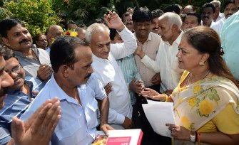 employees-association-thank-vasundhara-raje-7th-pay-commission-CMP_0876